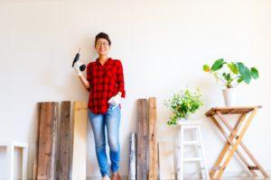 DIYを楽しむ女性